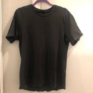 Lululemon men's medium shirt